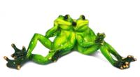 Фигурка жабки на отдыхе