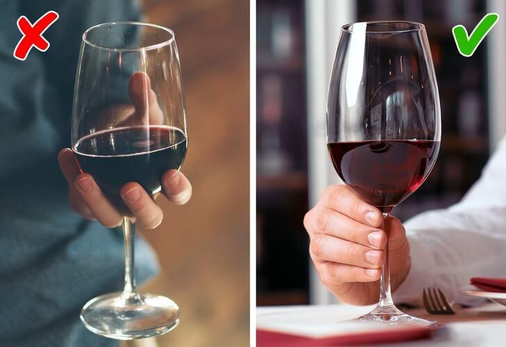 как держать бокал с шампанским фото сам